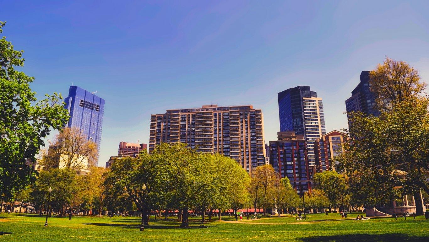 Ideiglenes parkot alakítanak ki a gigantikus Agora irodakomplexum építői